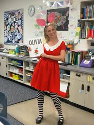 11 punny halloween costumes her campus
