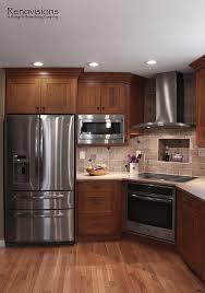 Kitchen Backsplash Cherry Cabinets by Best 10 Brown Cabinets Kitchen Ideas On Pinterest Brown Kitchen