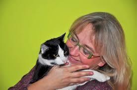 Agnieszka Frączek: Napisałam, to prawda, ale jestem tylko współautorką tej książki. Kaczuszkę Omi wymyśliła pani Dorota Dziamska. To ona również wyczarowała ... - m_f_ra_2314_7514c