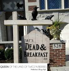 Scary Halloween House Decorations Spooky Houses And Decor In Chicagoland Queen Of The Land Of