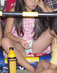 Jsロリパンチラ 【JK・JCパンチラ画像】見せてる自覚ゼロww制服娘たちの