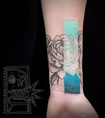 cool little tattoo wow never seen this style before really nice and minimalist mix