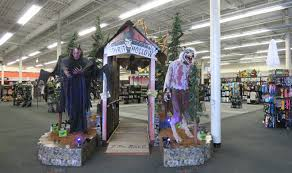 halloween spirit shop the annandale blog three halloween stores pop up in mason district