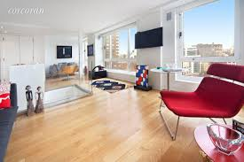 anthony weiner s 12k union square rental listing disappears has a large eat in kitchen an en suite master bathroom tons of closet space and a wall of windows in the living room that afford skyline views