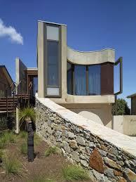 strangely shaped beach house on a narrow lot
