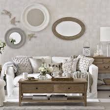 Amazing Neutral Traditional Living Room Design With Wooden - Wallpaper living room ideas for decorating