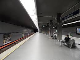 Ratusz Arsenał metro station