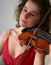 Ihr Vater, Professor Rolf Reuter, war Dirigent, ihre Mutter, <b>Claudia Reuter</b>, <b>...</b> - 1354309681