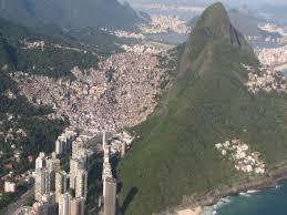 População da Rocinha já é maior que a de 92% das cidades ...