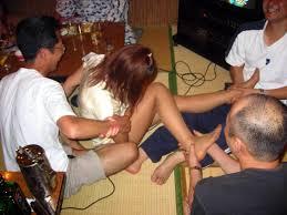 温泉セックスコンパニオン無修正|スーパー温泉コンパニオンがエロゲームの定番であるツイスターを行うと、全裸で「右足黄色!」などと又全開になります。あいさつ代わりにチンコの皮を広げておちょこを  ...