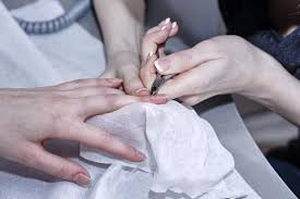 we u0027ll tell you how to take off acrylic nails with acetone