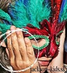 [NUOVE FOTO] Prince, Paris e Blanket Jackson  - Pagina 37 Images?q=tbn:ANd9GcRqlGJg8ndgUjwTsliYf6D1Rj_oeNnUJQv4HuOGKpN5i9RjLY95wA