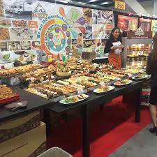 You walk from booth to booth and if you are undisciplined you can sample a newly imported olive oil from Sicily  then a     Bread Furst   WordPress com