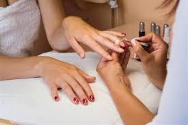 Cursos de manicure e pedicure grátis