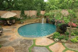 love the retaining wall defining the pool house oh so beautiful