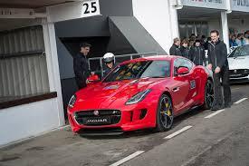 Príncipe Harry dirige o novo Jaguar F-Type cupê – Memória Motor