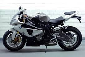 Спортивное купе BMW M3 против спортивного мотоцикла BMW S1000 RR  - кто быстрее (видео)
