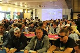 recent large tourney fields ease fear of poker bust   pokerupdatecom stg Online Poker Report