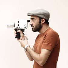 "Xes Chapela. ""Miradas creativas"". Creador audiovisual con una larga trayectoria profesional en el campo audiovisual. Guionista para programas de televisión, ... - xes228px"
