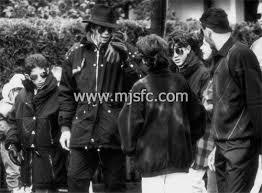 Frank Cascio publica libro sobre Michael Jackson Images?q=tbn:ANd9GcS1mIjhn5Q7-_movblxxGzNPlz98s_DDK1Ub69Uf9K1gSbd4FdPtm7qeSNHqQ