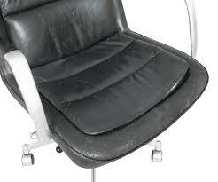 aluminium poli miroir fauteuil de bureau en aluminium et cuir noir jorgen kastholm