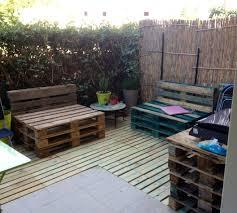 terasse en palette détournons ensemble des palettes en terrasse et salon de jardin