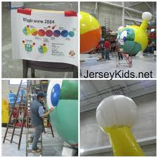 when is the thanksgiving day parade 2014 behind the scenes guide to macy u0027s thanksgiving day parade giant