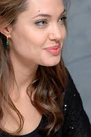 Angelina Jolie Y