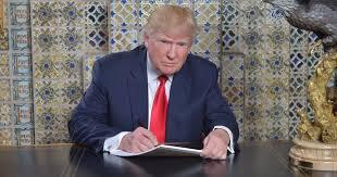 trump desk donald trump tweets from writing desk at mar a lago