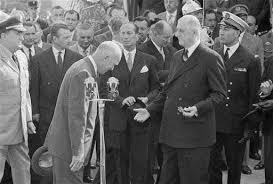 Eisenhower bows to French President