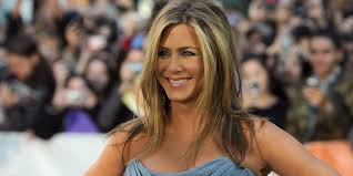 Hair Color To Look Younger What Jennifer Aniston Does To Make 48 Look 28