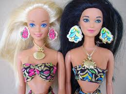 Barbie identificēšana \ Опознание куклы Барби - Page 13 Images?q=tbn:ANd9GcS9Mi397y9pHixEISfWDHlCkKlOaZ6NL75UEVTsSSGiGHSkvvSr