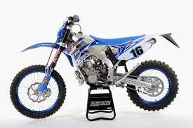 motocross dirt bikes dirt bike magazine 2016 2 stroke buyer u0027s guide