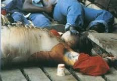 Mayat Jim Jones, pemimpin sekte yg melakukan bunuh diri masal meminum racun cyanida
