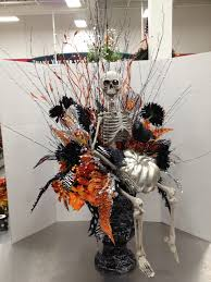 halloween entry way urn 2012 by christian rebollo my floral