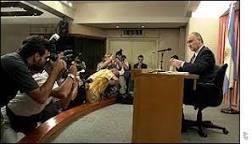 Governo Duhalde trava batalha contra Judiciário | BBC Brasil | BBC ...