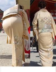 着物のパンティーライン|ほとんどの人が見向きもしない着物のエロ。 初詣とかお茶会で見かける和服のお上品な美人。前屈みになった時、突き出した大きなお尻をよく見るとパンティラインが  ...