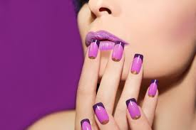choosing between gel nails and acrylic nails