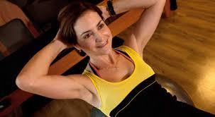 5 exercícios com bola para deixar a barriga chapada! - Lar Natural