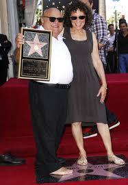 Danny DeVito: Liebes-Comeback mit Rhea Perlman? | Promiflash. - danny-devito-und-rhea-perlman-auf-dem-walf-of-fame