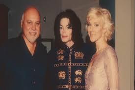 Celine Dion Homenajea a MICHAEL JACKSON en su nuevo espectaculo. Images?q=tbn:ANd9GcSWshx6zjghl0y3dKTCn2of_ssi4MTXx6MPGYCp5psaLrP98DgVfw