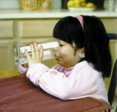 Minum air sambil duduk lebih baik berbanding secara berdiri