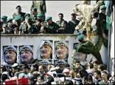 Yasser Arafat é enterrado diante de multidão em Ramallah