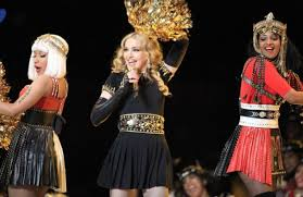 MIA shocks Super Bowl crowd by giving them the finger at Madonna