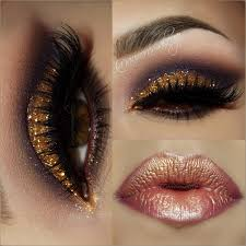 wear this gold sparkly eye with a bronzed metallic lip and glam up
