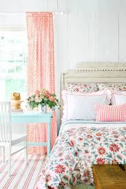 Livingroom Decor Ideas Best 20 Floral Bedroom Decor Ideas On Pinterest Floral Bedroom