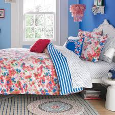 Teen Rugs Bedroom Elegant Tufted Bed With Cool Bedspreads And Throw Pillows