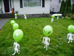 donnie lochrie u0027s news and culture blog low cost halloween yard