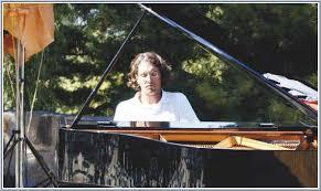 David Ianni, Pianist und Komponist aus Luxemburg, war in Medjugorje, um im Gebet das Neue Jahr 2006 anzufangen. Er kam mit der katholischen Gemeinschaft ... - interview-david-ianni-pianist-composer-luxembourg