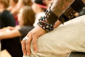 Продам женские браслеты (кожа+камни Swarovski)! Images?q=tbn:ANd9GcSfxy_F-J2DJpMeGJFQ7wUA0Gcwz64T85XseuNlXH05ezXFJShAig